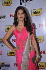Shruti Hassan at the Red Carpet of _59th !dea Filmfare Awards 2011_ (South) on 8th July at Jawaharlal Nehru indoor stadium, Chennai..jpg