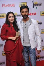 Soundarya & Dhanush (Received Best Actor for the Movie Aadukalam) at the _59th !dea Filmfare Awards 2011_ (South) on 8th July at Jawaharlal Nehru indoor stadium, Chennai..jpg