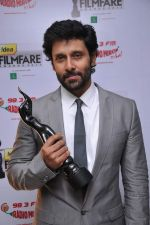 Vikram received Critic Awards Male at the _59th !dea Filmfare Awards 2011_ (South) on 8th July at Jawaharlal Nehru indoor stadium, Chennai..jpg