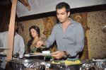 Karan Grover at Yahan Main Ghar Ghar Kheli 700 episodes celebrations in Filmcity, Mumbai on 10th July 2012 (68).JPG