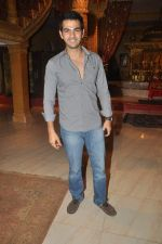 Karan Grover at Yahan Main Ghar Ghar Kheli 700 episodes celebrations in Filmcity, Mumbai on 10th July 2012 (89).JPG