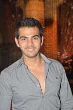 Karan Grover at Yahan Main Ghar Ghar Kheli 700 episodes celebrations in Filmcity, Mumbai on 10th July 2012 (90).JPG