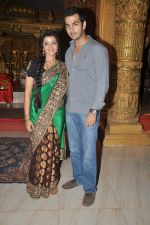 Karan Grover, Suhasi Goradia Dhami at Yahan Main Ghar Ghar Kheli 700 episodes celebrations in Filmcity, Mumbai on 10th July 2012 (94).JPG
