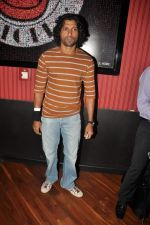 Farhan Akhtar at Ash Chandler_s play premiere in Comedy Store, Mumbai on 11th July 2012 (22).JPG
