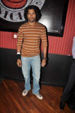 Farhan Akhtar at Ash Chandler_s play premiere in Comedy Store, Mumbai on 11th July 2012 (23).JPG