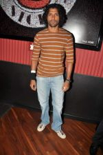 Farhan Akhtar at Ash Chandler_s play premiere in Comedy Store, Mumbai on 11th July 2012 (24).JPG