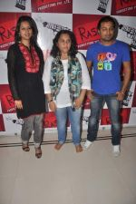 Pooja Welling, Aparna Hoshing, Manish Vatsalya at Promotion of Jeena Hai Toh Thok Daal in Mumbai on 11th July 2012 (27).JPG