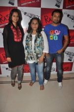 Pooja Welling, Aparna Hoshing, Manish Vatsalya at Promotion of Jeena Hai Toh Thok Daal in Mumbai on 11th July 2012 (6).JPG