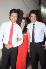 Tusshar Kapoor, Ekta Kapoor, Riteish Deshmukh at the Promotion of Kyaa Super Kool Hain Hum in Mumbai on 13th July 2012 (8).JPG