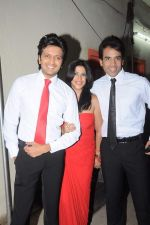 Tusshar Kapoor, Ekta Kapoor, Riteish Deshmukh at the Promotion of Kyaa Super Kool Hain Hum in Mumbai on 13th July 2012 (9).JPG