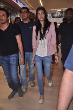 Diana Penty promotes Cocktail in Reliance Digital, Mumbai on 20th July 2012 (10).JPG