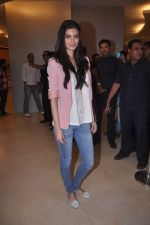 Diana Penty promotes Cocktail in Reliance Digital, Mumbai on 20th July 2012 (13).JPG