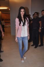 Diana Penty promotes Cocktail in Reliance Digital, Mumbai on 20th July 2012 (15).JPG