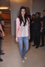 Diana Penty promotes Cocktail in Reliance Digital, Mumbai on 20th July 2012 (16).JPG