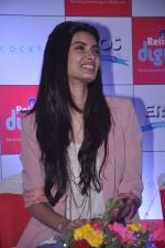 Diana Penty promotes Cocktail in Reliance Digital, Mumbai on 20th July 2012 (23).JPG