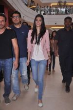 Diana Penty promotes Cocktail in Reliance Digital, Mumbai on 20th July 2012 (3).JPG