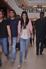 Diana Penty promotes Cocktail in Reliance Digital, Mumbai on 20th July 2012 (4).JPG