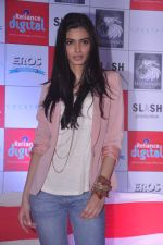 Diana Penty promotes Cocktail in Reliance Digital, Mumbai on 20th July 2012 (57).JPG