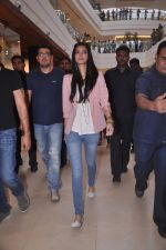 Diana Penty promotes Cocktail in Reliance Digital, Mumbai on 20th July 2012 (6).JPG