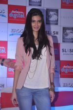 Diana Penty promotes Cocktail in Reliance Digital, Mumbai on 20th July 2012 (70).JPG