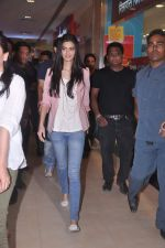 Diana Penty promotes Cocktail in Reliance Digital, Mumbai on 20th July 2012 (71).JPG