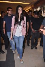 Diana Penty promotes Cocktail in Reliance Digital, Mumbai on 20th July 2012 (72).JPG