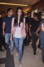 Diana Penty promotes Cocktail in Reliance Digital, Mumbai on 20th July 2012 (73).JPG