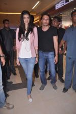 Diana Penty promotes Cocktail in Reliance Digital, Mumbai on 20th July 2012 (75).JPG