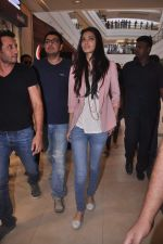 Diana Penty promotes Cocktail in Reliance Digital, Mumbai on 20th July 2012 (8).JPG