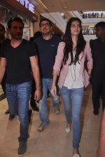 Diana Penty promotes Cocktail in Reliance Digital, Mumbai on 20th July 2012 (9).JPG