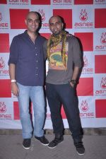 Raghu Ram, Abbas Tyrewala at Agnee_s Bollywood debut gig in Blue Frog on 24th July 2012 (132).JPG