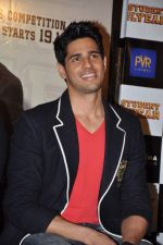 Siddharth Malhotra at Student of the Year first look in PVR on 2nd Aug 2012 (382).JPG