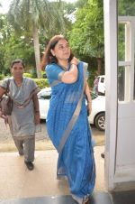 maneka gandhi at antique Lithographs charity event hosted by Gallery Art N Soul in Prince of Whales Musuem on 3rd Aug 2012 (6).JPG