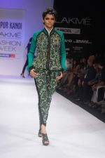 Model walk the ramp for Nupur Kanoi show at Lakme Fashion Week 2012 Day 5 in Grand Hyatt on 7th Aug 2012 (67).JPG