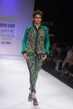 Model walk the ramp for Nupur Kanoi show at Lakme Fashion Week 2012 Day 5 in Grand Hyatt on 7th Aug 2012 (68).JPG