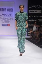 Model walk the ramp for Nupur Kanoi show at Lakme Fashion Week 2012 Day 5 in Grand Hyatt on 7th Aug 2012 (69).JPG