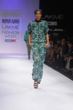 Model walk the ramp for Nupur Kanoi show at Lakme Fashion Week 2012 Day 5 in Grand Hyatt on 7th Aug 2012 (70).JPG