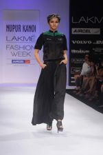 Model walk the ramp for Nupur Kanoi show at Lakme Fashion Week 2012 Day 5 in Grand Hyatt on 7th Aug 2012 (72).JPG