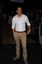 Upen patel at LFW 2012 Day 4 in Grand Hyatt on 6th Aug 2012-1 (50).JPG