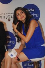 Anushka Sharma at Nivea press meet in Mumbai on 8th Aug 2012 (74).jpg