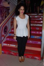 Masaba at Chetan Bhagat_s Book Launch - What Young India Wants in Crosswords, Kemps Corner on 9th Aug 2012 (85).JPG