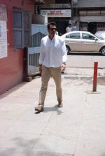 Arjun Rampal at Ashok Mehta_s funeral in Mumbai on 17th Aug 2012 (21).JPG