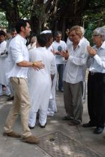 at Ashok Mehta_s funeral in Mumbai on 17th Aug 2012 (112).JPG