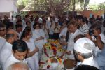 at Ashok Mehta_s funeral in Mumbai on 17th Aug 2012 (29).JPG