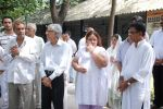 at Ashok Mehta_s funeral in Mumbai on 17th Aug 2012 (98).JPG