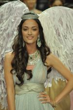 Angela Jonsson walks the ramp for Gehna Jewellers Show at IIJW Day 1 on 19th Aug 2012  (13).JPG