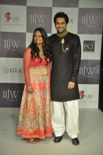 Ayushmann Khurrana walks the ramp for preeti Jewels Show at IIJW Day 2 on 20th Aug 2012 (11).JPG