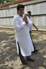 Gajendra Chauhan at AK Hangal_s funeral in Juhu, Mumbai on 26th Aug 2012 (61).JPG