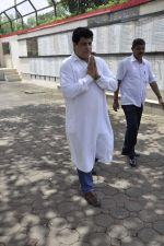 Gajendra Chauhan at AK Hangal_s funeral in Juhu, Mumbai on 26th Aug 2012 (63).JPG