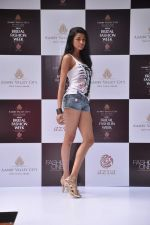 at Aamby Valley Bridal week model auditions in Sahara Star on 25th Aug 2012 (166).JPG